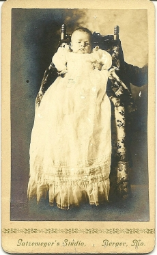 "Carte de visite portrait identified as ""Bennie Bayer, age 5 weeks, July 1902"""