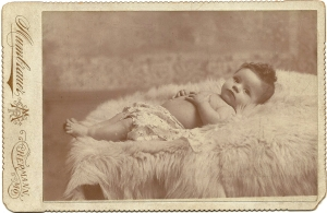 Cabinet card photograph of Rufus Rudolph Kessler, aged 5 months, by R. C. Mumbrauer